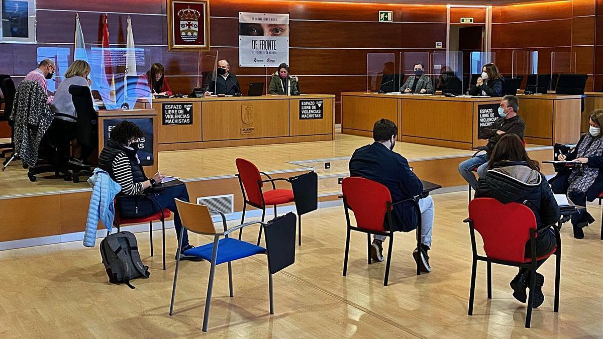 Sesión plenaria en Culleredo, el mes pasado. |   // LA OPINIÓN