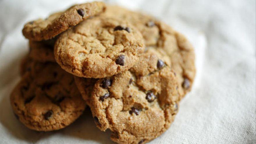 La receta estrella para hacer galletas de avena con chips de chocolate: ni engordan, ni quedan secas