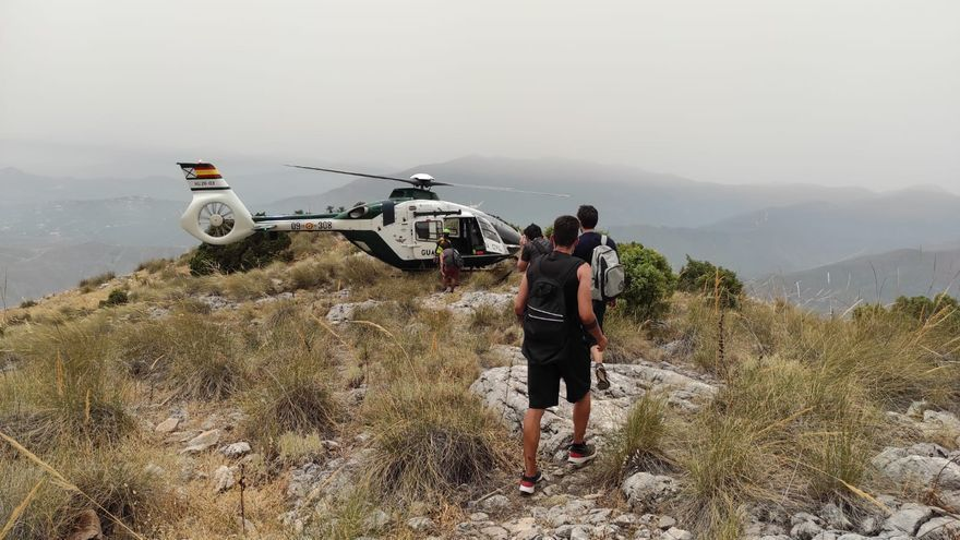 Rescate en helicóptero de la Guardia Civil a un grupo de senderistas