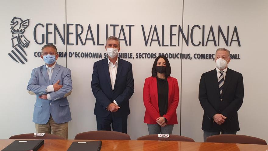 El Consell y el textil firman un convenio para reactivar la actividad del sector