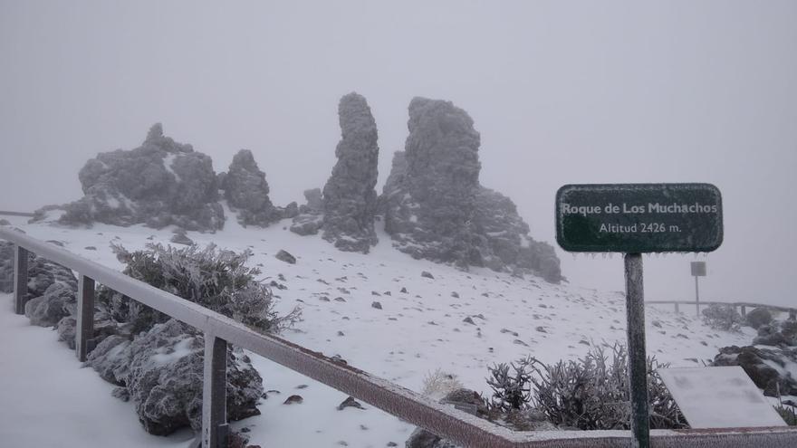 Cerrado por hielo el acceso al Roque de los Muchachos
