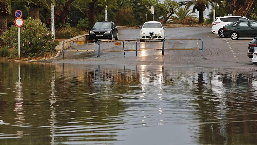 Las lluvias torrenciales destapan en pleno verano viejas deficiencias