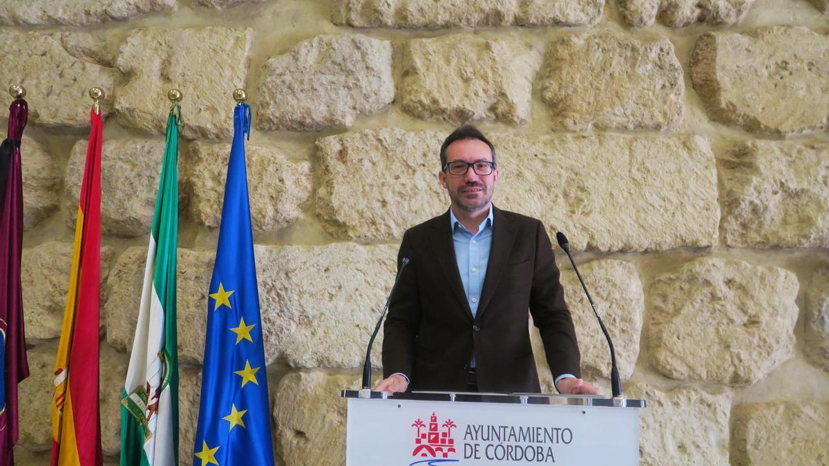 El concejal del grupo socialista José Antonio Romero, en la rueda de prensa.