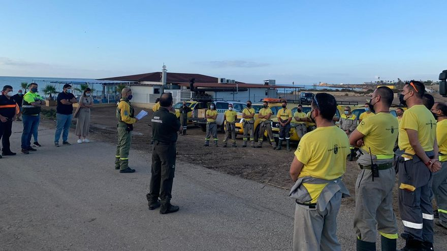 31 efectivos de bomberos forestales de la Región se suman a las labores de limpieza en Águilas