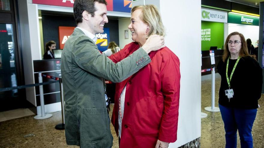 Casado y Sáenz de Santamaría llegan juntos a Asturias pero no revueltos
