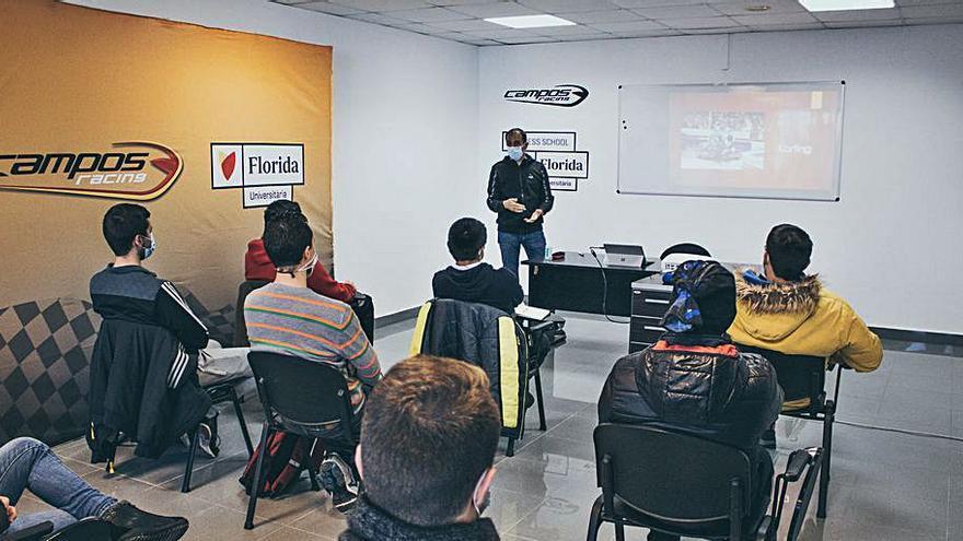 Marc Gené imparte clases a los pupilos de Adrián Campos