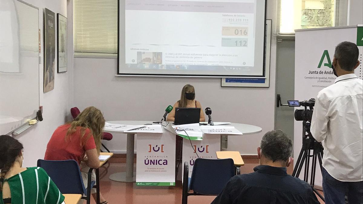 La asesora del IAM en Córdoba, Lourdes Arroyo, durante la presentación de la Ventanilla.
