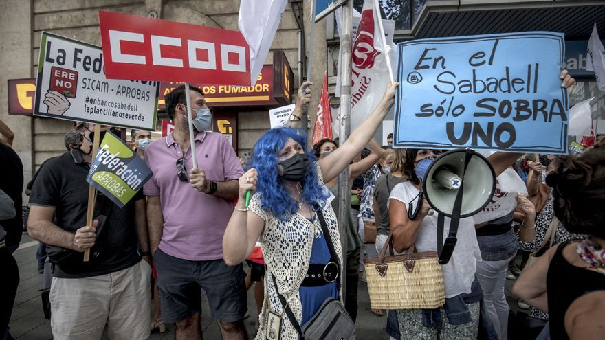 Los trabajadores del Sabadell, llamados a la huelga este miércoles en protesta contra el ERE
