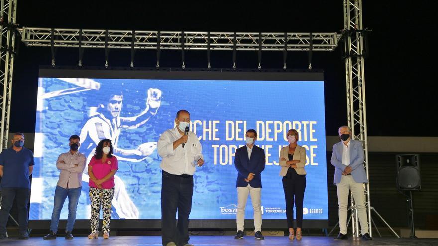 """Noche del Deporte en Torrevieja con el reconocimiento a """"Tavi"""" y """"Carmona"""", que darán nombre al Palacio de los Deportes"""