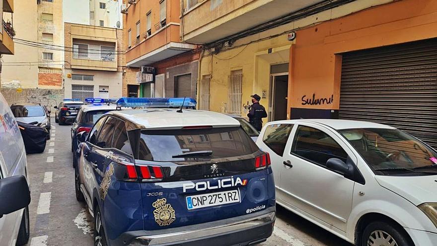 La Policía arresta a un joven por apuñalar con unas tijeras a su novio