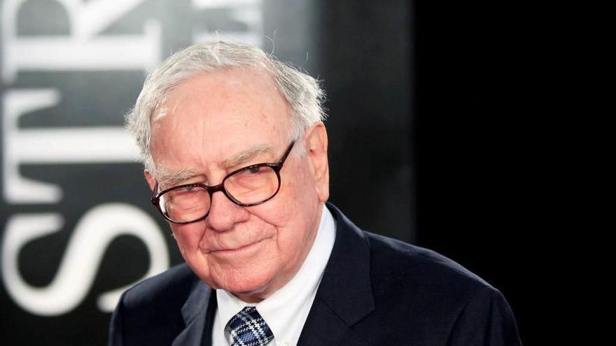 Paga 2,4 millones de euros por comer con Warren Buffett