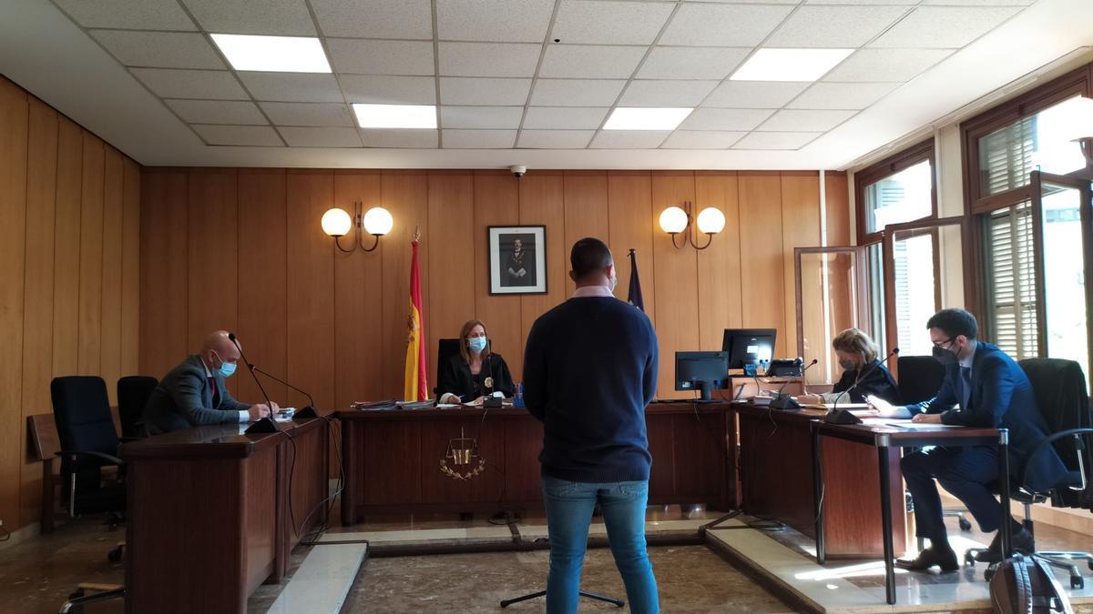 El joven condenado, durante el juicio celebrado en Palma
