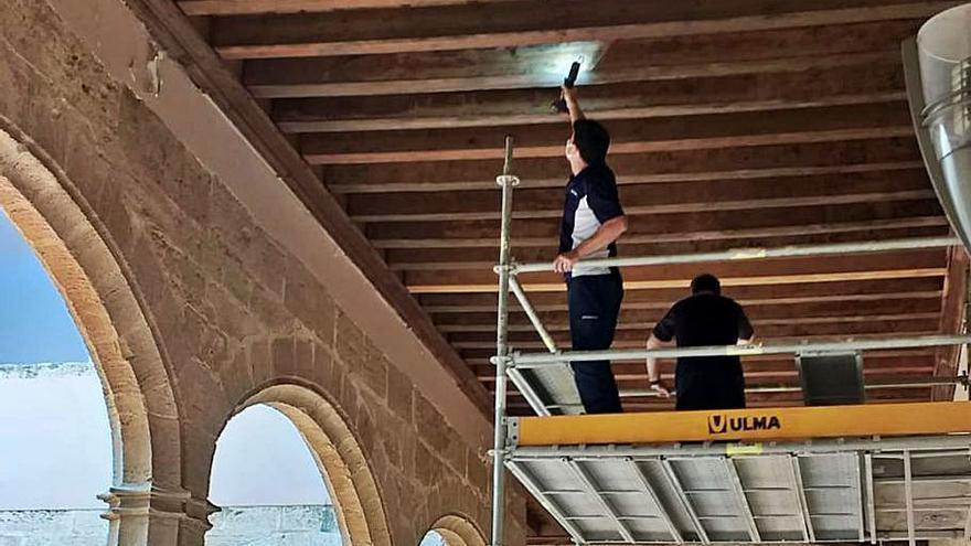 Alaquàs repara la cubierta del Castell