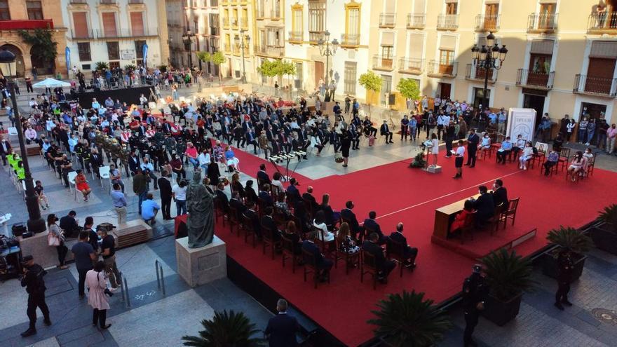 Lorca honra la memoria de las nueve víctimas de los terremotos con un emotivo memorial