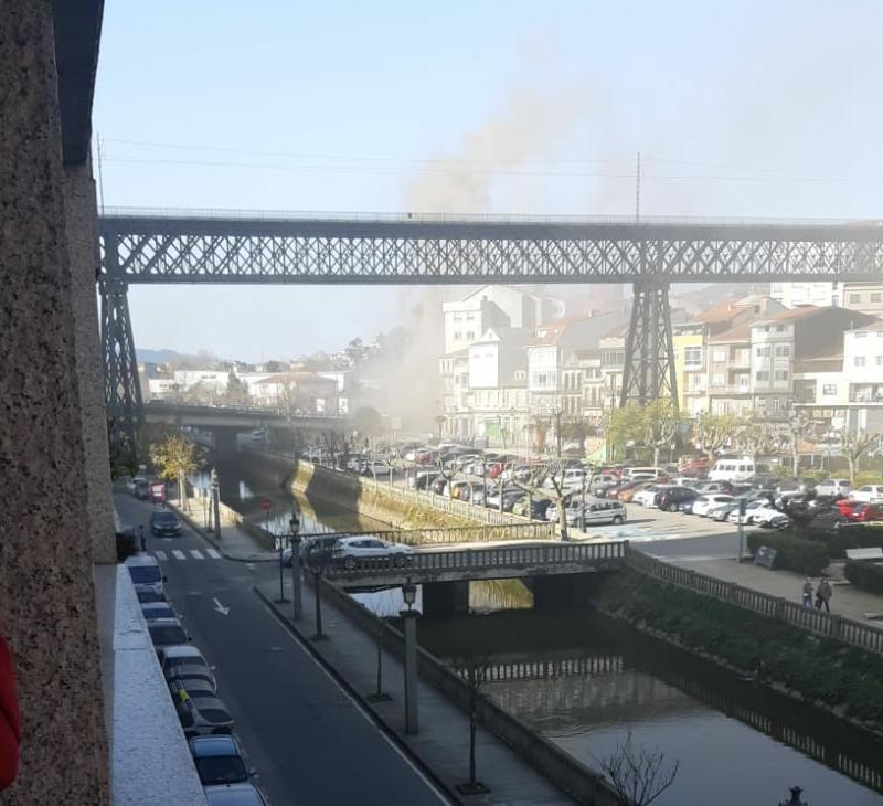 Espectacular incendio en Redondela