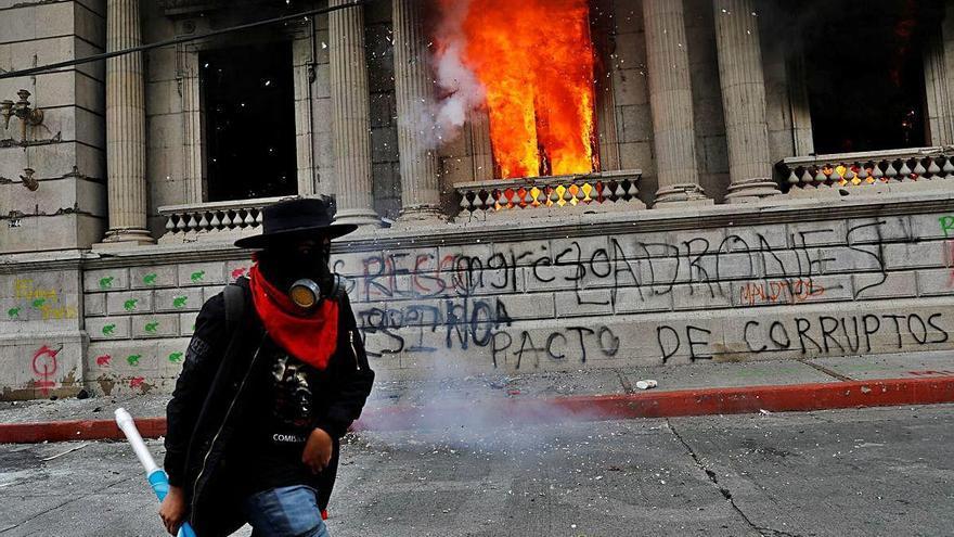 Almenys 37 detinguts i 22 ferits en les protestes contra la corrupció a Guatemala