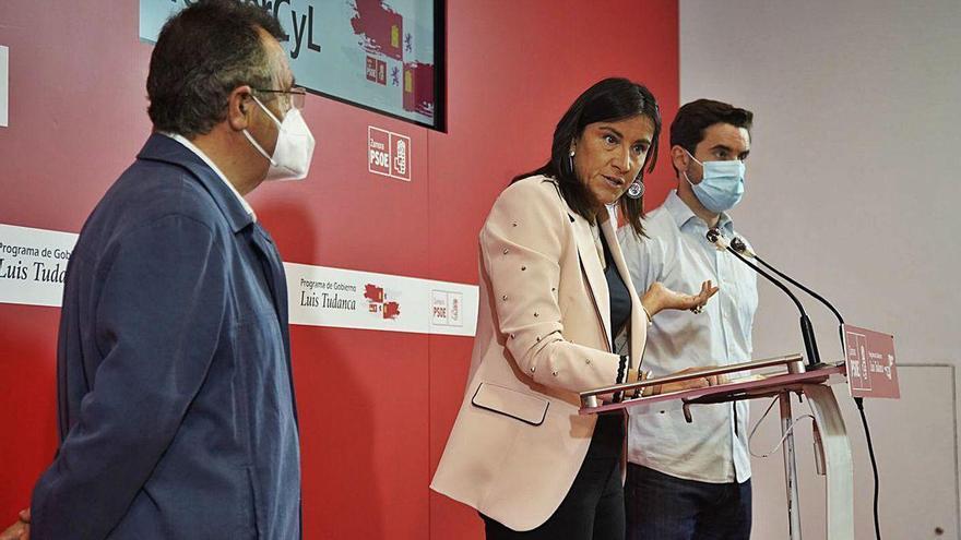 José Ignacio Martín Benito, Ana Sánchez y Antidio Fagúndez en la sede del PSOE de Zamora.