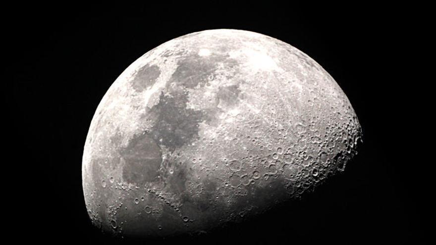 """La ESA y la NASA firman un memorando para """"llevar"""" a Europa a la Luna"""