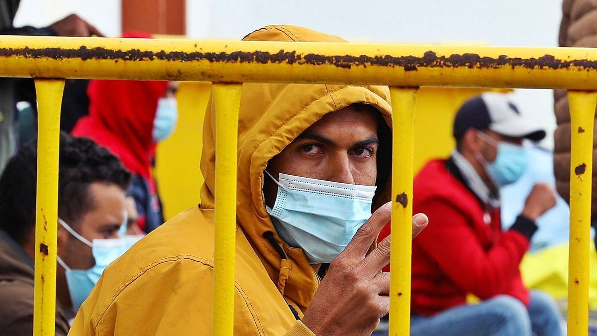 One of the migrants expelled from the Canarias 50.