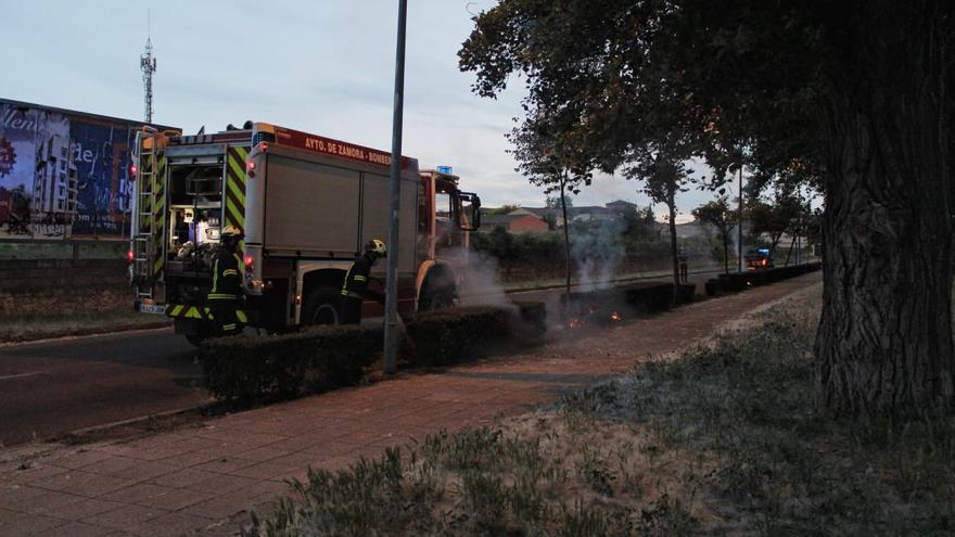 Los bomberos de Zamora sofocan un incendio en Pinilla