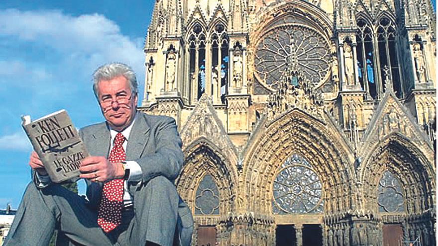 Ken Follett donará 148.000 euros de su obra 'Notre Dame' a una catedral francesa