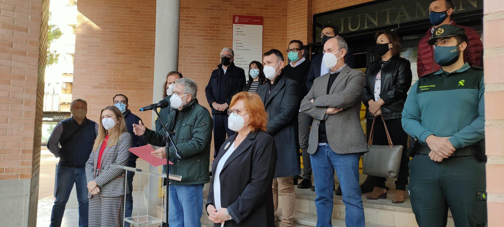 Minuto de silencio en el Ayuntamiento de Albal por el asesinato de Florina