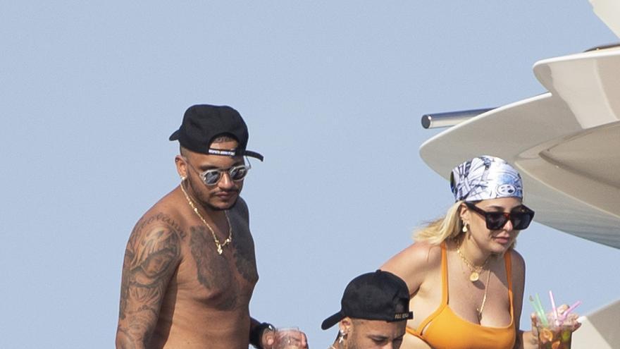 Neymar navega con un grupo de amigos en Ibiza