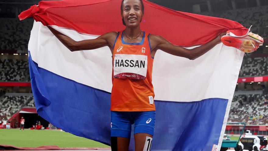 Sifan Hassan da los dos primeros pasos hacia la historia de los Juegos