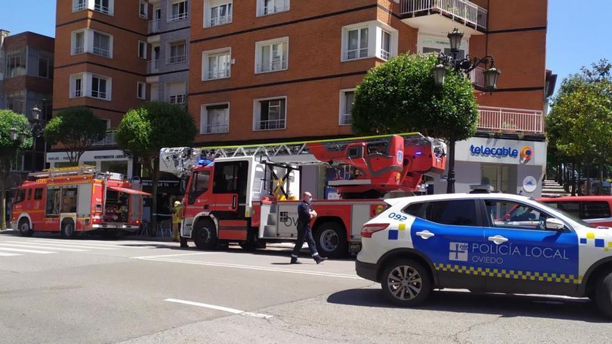 Alarma en la avenida de Galicia de Oviedo por un incendio en una cocina