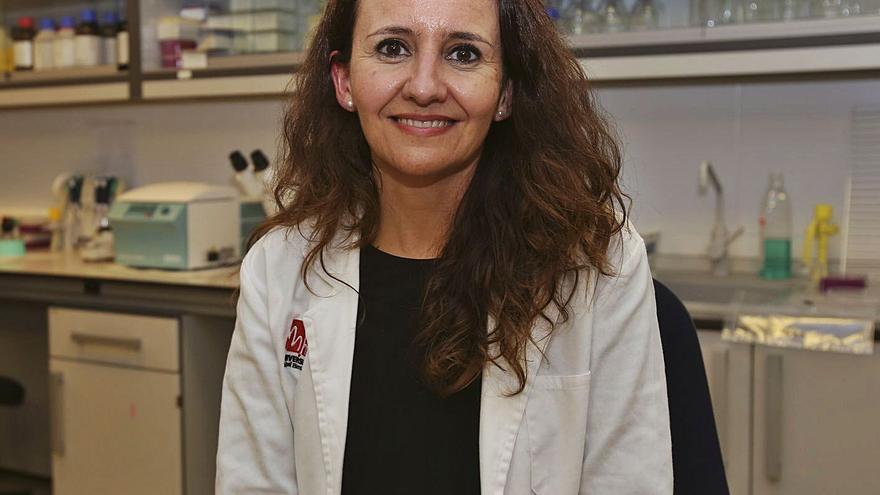 Esther Caparrós: «Dadas las circunstancias sanitarias y económicas debería ser obligatorio vacunarse contra el coronavirus»