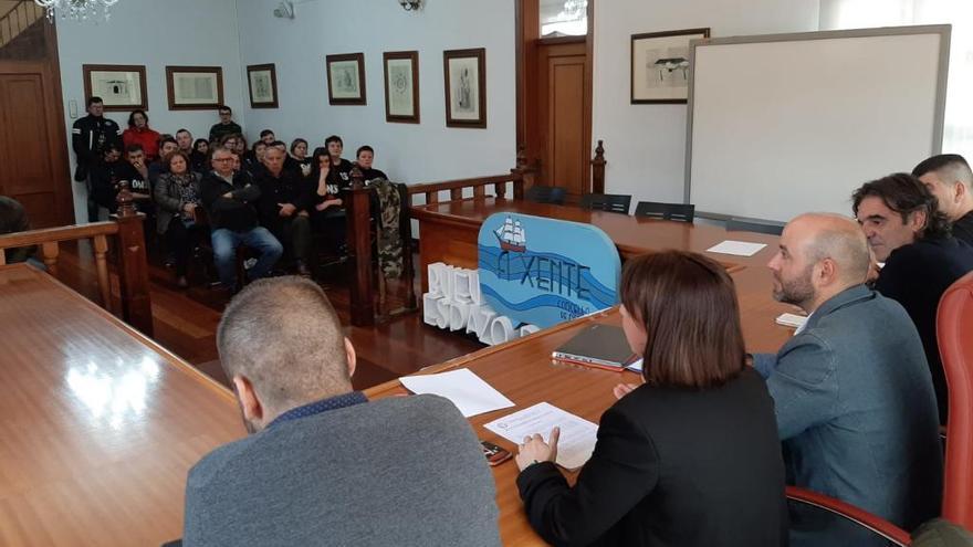 En Marea se compromete a apoyar el cambio en la ley para que los vecinos de Ons sean propietarios de sus casas