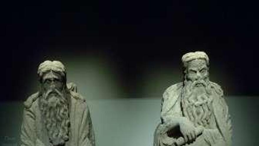 Santiago reclama las esculturas del Pórtico que los Franco guardan en la casa Cornide