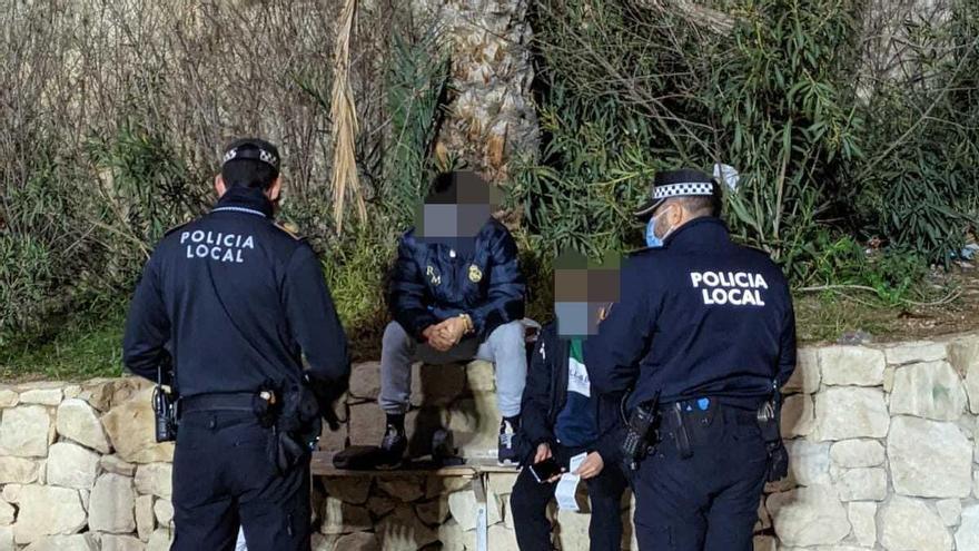 Disueltas cuatro fiestas en viviendas y un botellón en el operativo anticovid en Alicante