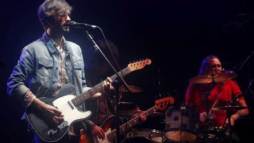 La lluvia mateína no puede con el pop-rock contagioso del cantante David Otero