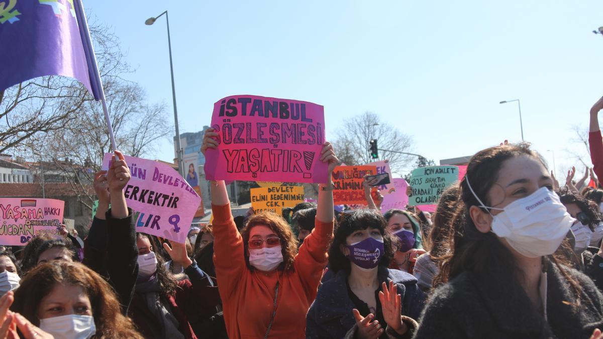 Manifestación contra la retirada de Turquía del Convenio de Estambul.