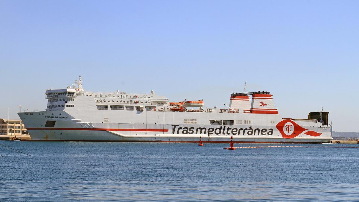 El buque 'Ciudad de Mahón'.