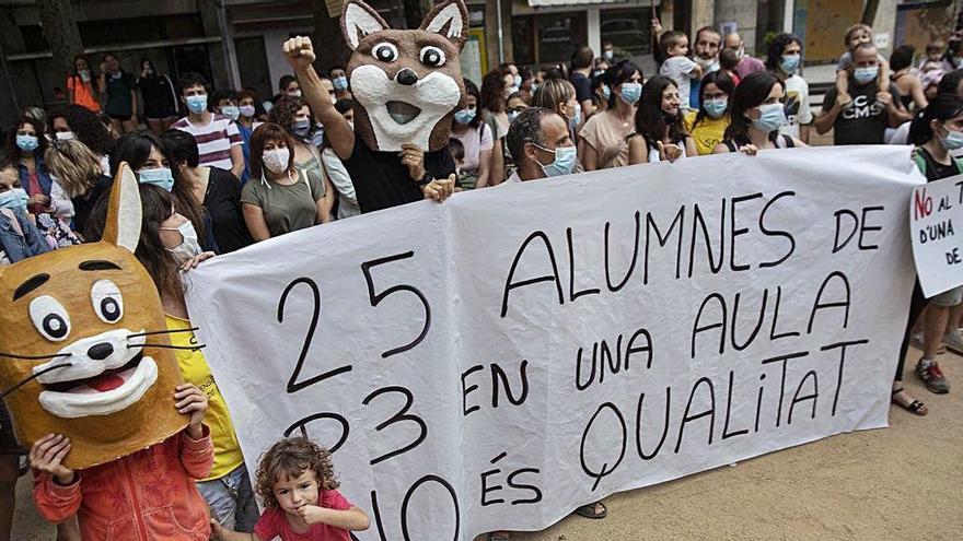 Concentració a Sant Hilari per protestar contra el tancament d'una línia de P3  de les Guilleries