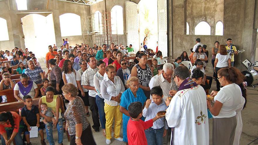 Anna se une a un misionero para construir unos salones parroquiales en Nicaragua