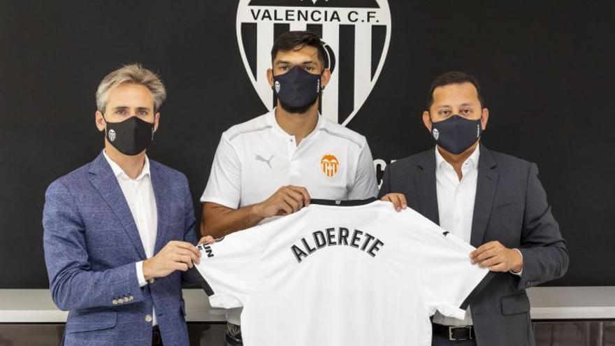 Dos nuevos centrales relacionados con el Valencia CF: Mario Gila y Javi Jiménez entran en escena