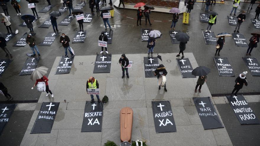 La hostelería de Pontevedra escenifica su propio entierro