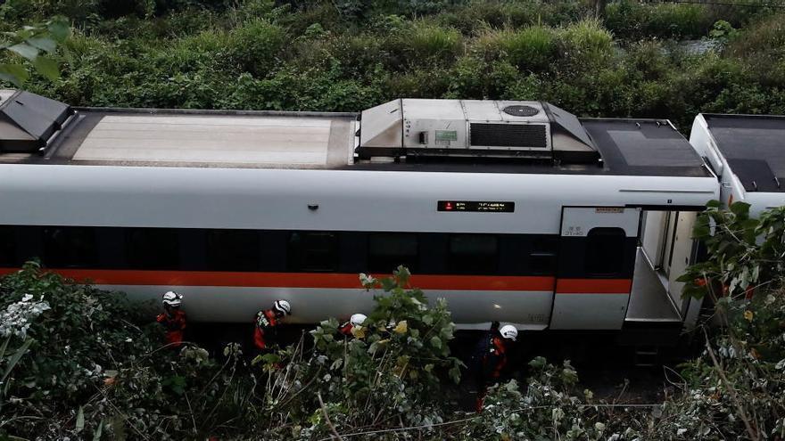 Almenys 36 morts en un accident de tren a Taiwan