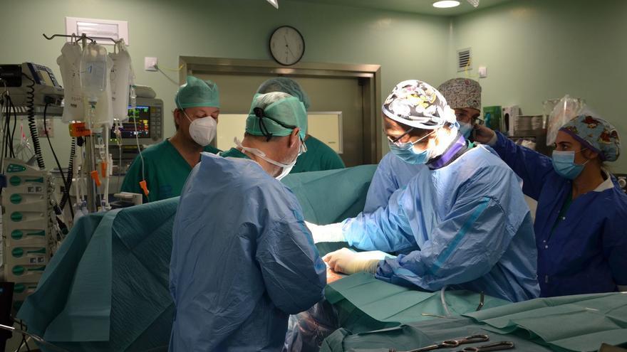 El Negrín realiza por vez primera un procedimiento de cirugía cardíaca de alta complejidad para el tratamiento de arritmías cardíacas malignas
