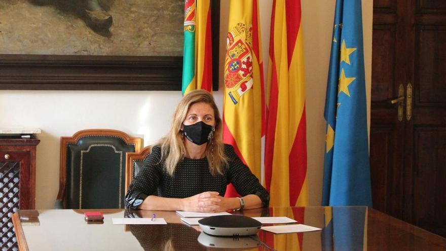 La alcaldesa de Castelló aborda la polémica de los libros de temática LGTBi