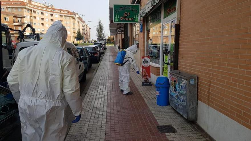 Desinfección de una calle por el coronavirus