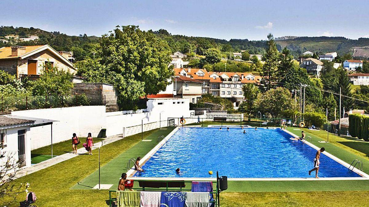Piscina municipal de Covelo, con capacidad para 150 personas y que reduce su aforo un 35%.