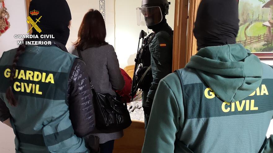 La Guardia Civil registra una vivienda como parte de la operación Docon