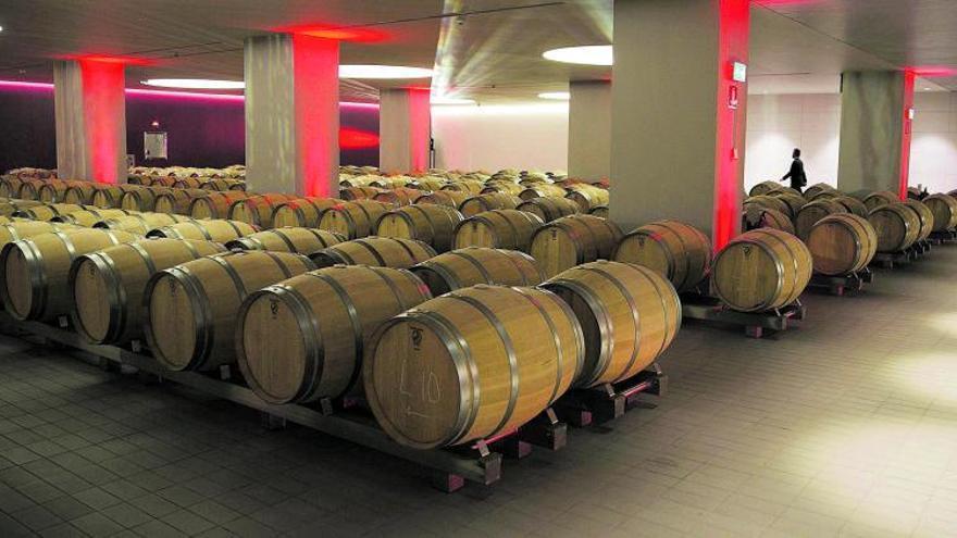 Crece un 54% la exportación de vino español a través del Puerto de València