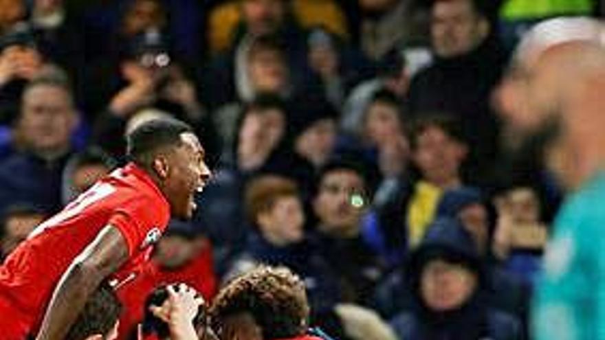 El Bayern Múnich asalta Londres y acaricia los cuartos de final