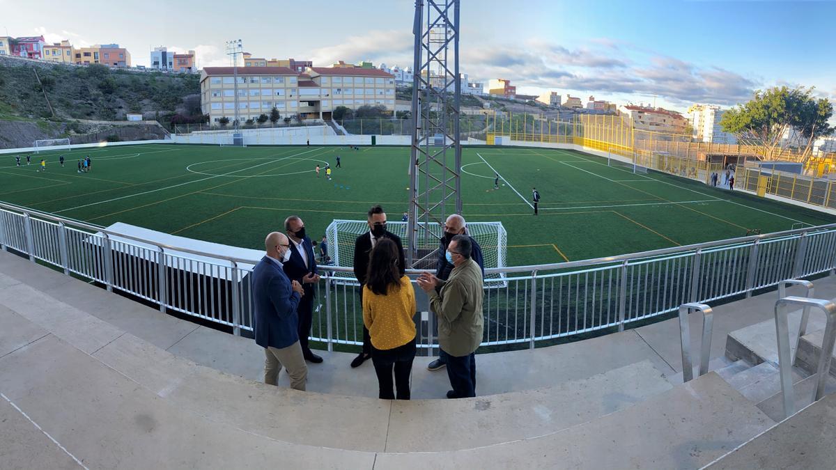 Visit of the mayor Augusto Hidalgo to the renovated field of El Batán