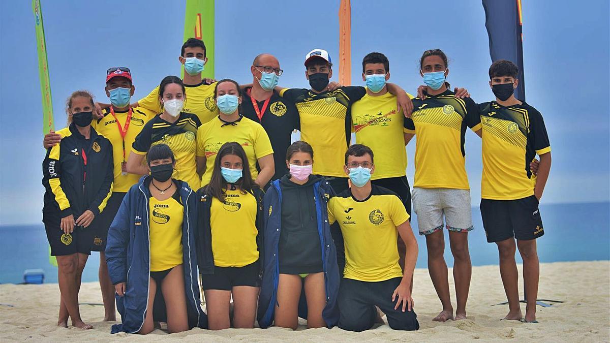 Expedición del Dragones Caja Rural que acudió al Campeonato de España absoluto en La Coruña.